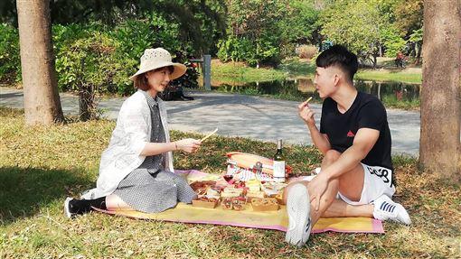 高鐵假期推野餐趣方案吸客台灣高鐵公司推出一系列高鐵假期,其中「野餐趣」方案,不但享車票及住宿優惠,另贈送北、中、南16家合作飯店的精緻野餐組合。中央社記者汪淑芬攝 108年11月16日
