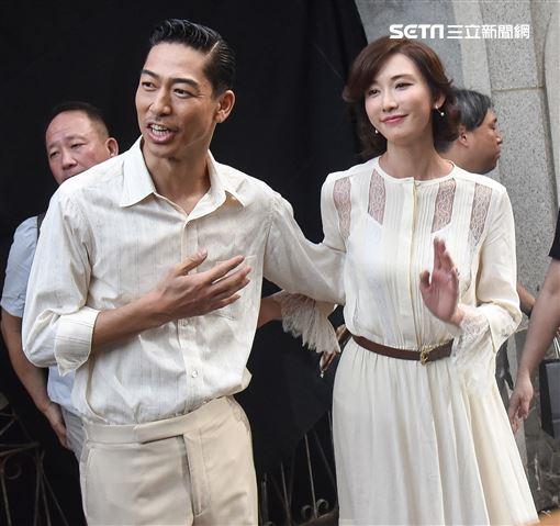 林志玲與夫婿AKIRA特別稍作停留與媒體打招呼。