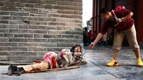 (圖/翻攝自YouTube)中國,開封,乞丐
