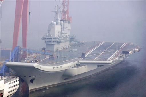 中共首艘自製航空母艦在10月間舉行風八次海試。(圖/翻攝大公報)