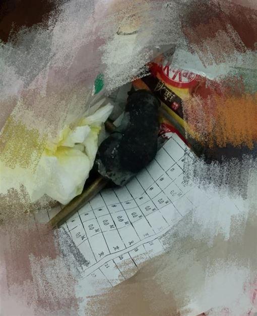媽才怨家裡有老鼠…垃圾桶竟出現「乾屍」 她戳一下嚇壞了(圖/翻攝自爆怨公社)