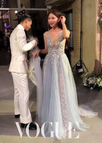 林志玲與日籍老公AKIRA的第三套禮服(翻攝vogue)