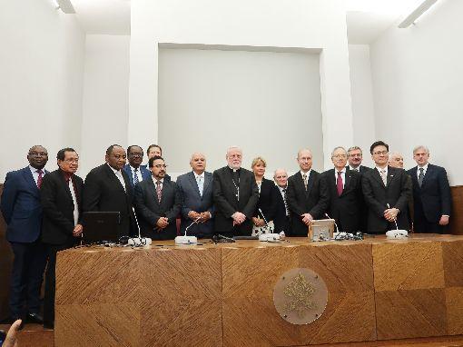 台梵外交高層出席研討會  同聲挺普世價值外交教廷外長蓋拉格(左6)、中華民國外交學院代表秦日新(右2)與多國外交高層出席一場研討會,同聲呼籲外交政策應重視普世價值。(駐教廷大使館提供)中央社記者黃雅詩梵蒂岡傳真  108年11月18日