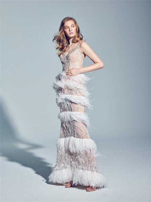 林志玲穿的LinLi Boutique 最新高訂天使系列的白紗「拉斐爾」,300,000元。(圖/品牌提供)