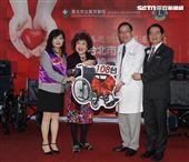 周遊獅子會捐贈108台輪椅給萬芳醫院。(記者邱榮吉/攝影)