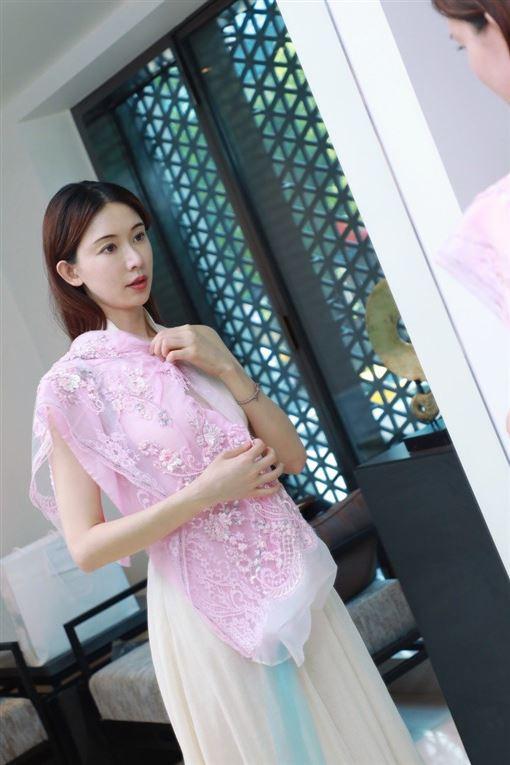 林志玲中式婚紗(夏姿提供)