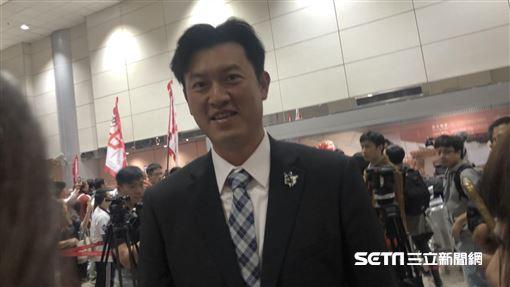 ▲中華隊牛棚教練王建民返台。(圖/記者黃泓哲攝影)