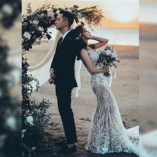林佩瑤婚紗/翻攝自臉書