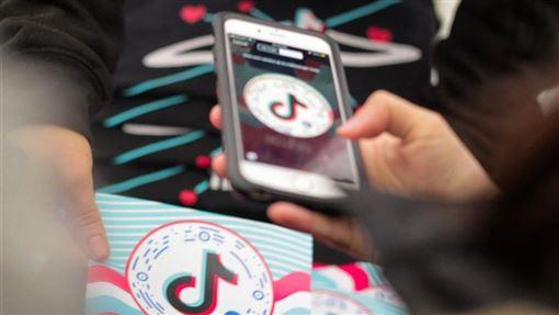 中國短影音平台TikTok被控外洩個資,華爾街日報報導,該公司員工與顧問建議公司高層,以擴大東南亞營運等方式淡化中國品牌形象。(圖取自facebook.com/tiktok)