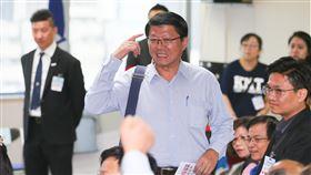 謝龍介出席國民黨中央委員會議國民黨16日召開第20屆中央委員會第三次全體會議,將針對不分區立委行使同意權。遭列15名的台南市黨部主委謝龍介(中)表示,很多朋友建議他退出不分區,他希望能考慮兩、三天,黨的誠信和互信很重要。中央社記者謝佳璋攝 108年11月16日