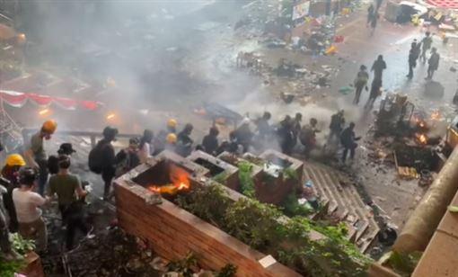 香港理大爆發流血衝突。(圖/翻攝自Stand News 立場新聞)