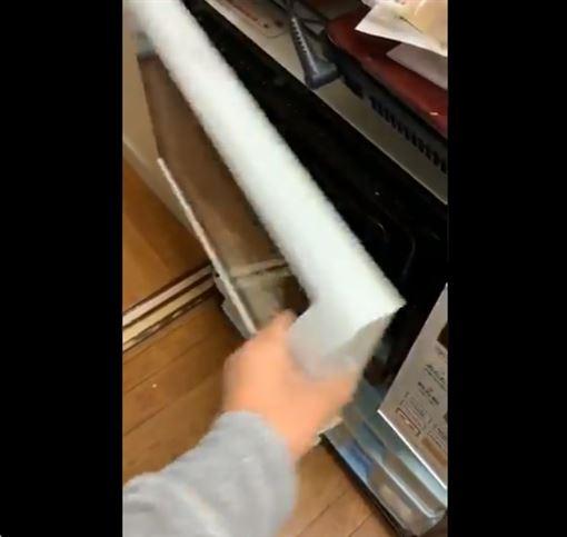 微波爐壞法太驚人!家人傳7秒LINE影片 引百萬人朝聖(圖/翻攝自推特)