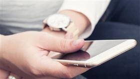 跨境網購如有產品瑕疵可找消保官,貨到付款爭議可向貨運業者反映,遇網購詐騙則向警察報案,若想進一步自保,可下載APP做實名通關。(示意圖/圖取自Pixabay圖庫)