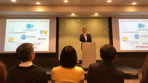 盜版內容每年造成283億損失 影視公協會祭檢舉獎金台灣有線寬頻產業協會理事長鄭俊卿表示,音樂、電影都已經受到智慧財產權很好的保護,但是有線電視頻道一直都是侵權行為的受害者,對產業造成很大的傷害。中央社記者吳柏緯攝 108年11月19日