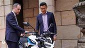 光陽電動車驚艷捷克 市長成頭號車迷