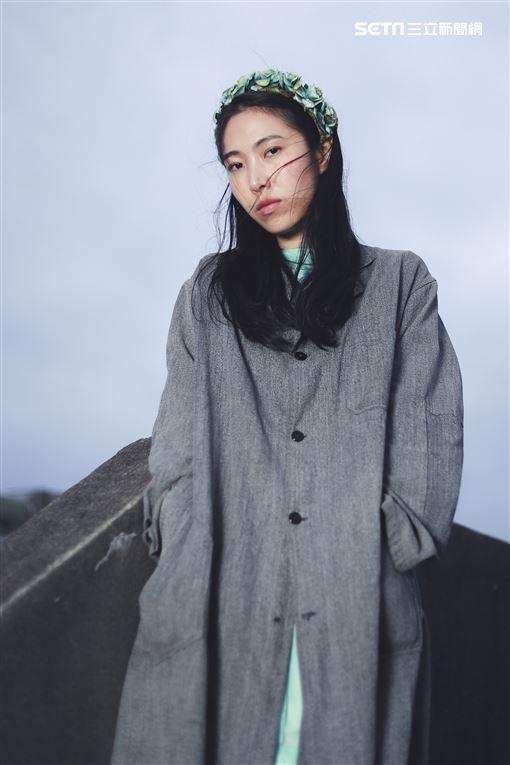 王若琳接受三立新聞網專訪並分享其最新專輯《愛的呼喚》。(圖/記者林士傑攝影)