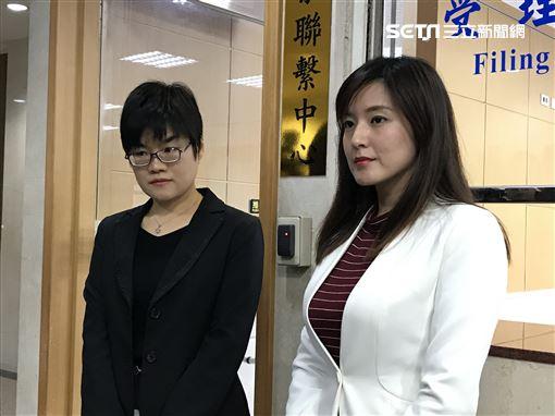 韓國瑜競選辦公室發言人何庭歡,與律師赴台北地檢署對周刊報導及阮昭雄提告,大安區豪宅案不實報導。(圖/記者楊佩琪攝)