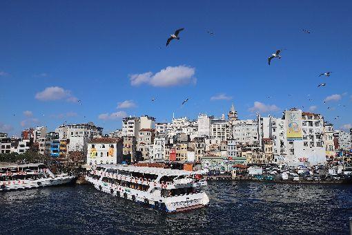 土耳其伊斯坦堡金角灣冬景土耳其冬季遲來,氣象預報顯示,到12月氣溫才會下降,安卡拉和伊斯坦堡較正常氣溫高攝氏2到5度。圖為今年2月1日攝於伊斯坦堡金角灣的冬季景象。中央社記者何宏儒伊斯坦堡攝 108年11月20日