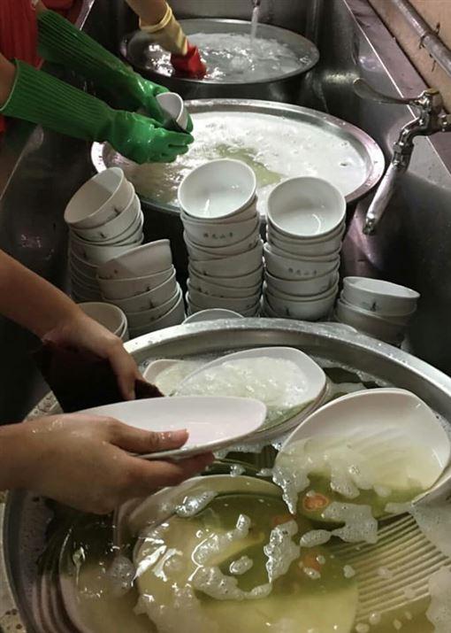 學分,必修,系主任,佛光紀念館,服務與知識實踐,30個小時志工,洗碗盤,免費勞工