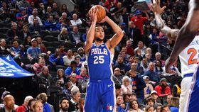 NBA/生涯首顆!西蒙斯三分球開張 NBA,費城七六人,Ben Simmons,三分球 翻攝自推特
