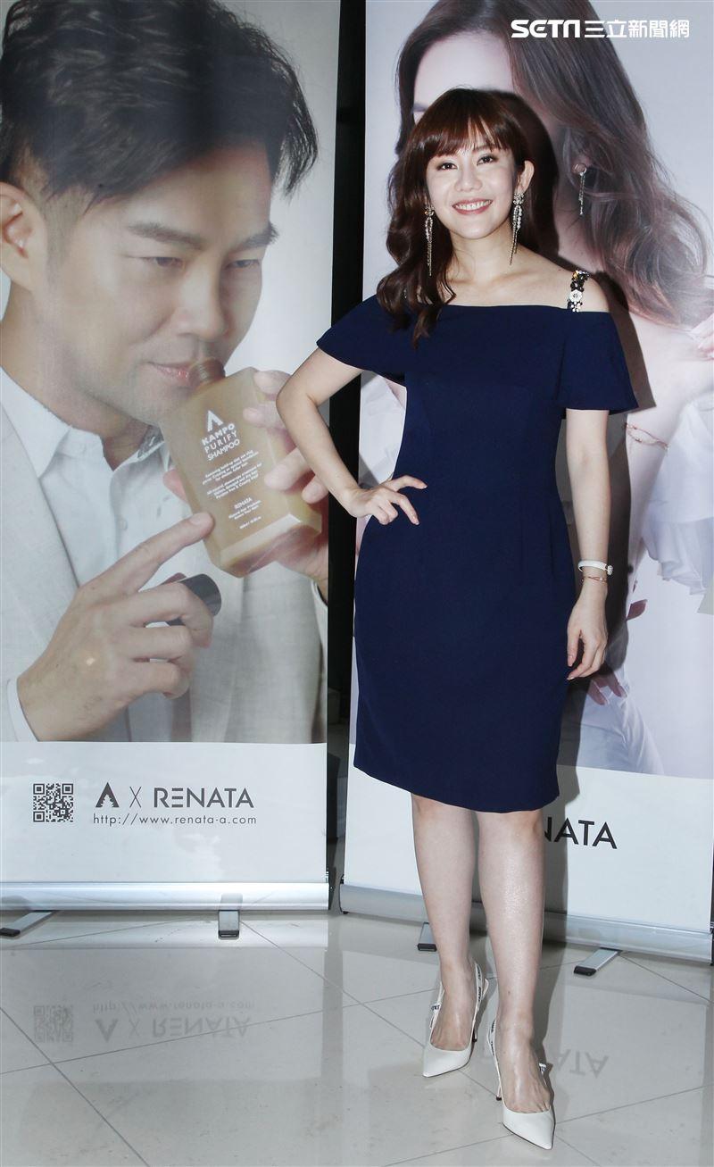 謝承均、王宇婕攜手電電購 推出知名髮品聯名商品。(記者邱榮吉/攝影)