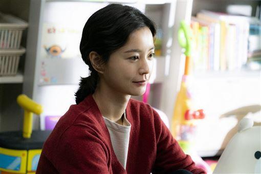 82年生的金智英,鄭裕美,孔劉 車庫娛樂提供