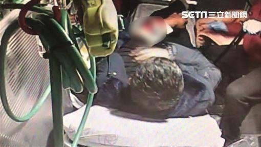 巡山員槍傷,手臂骨折,救護車上畫面