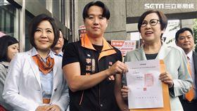 李正皓披橘袍選立委 記者林恩如攝影