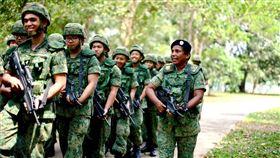 阿嬤教官(圖/翻攝自新加坡國防部)