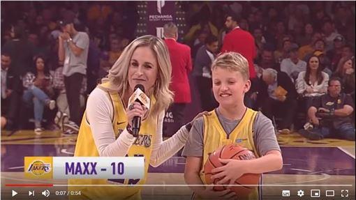 ▲10歲童麥克斯連進8球眾湖人球星看傻。(圖/翻攝自YouTube)