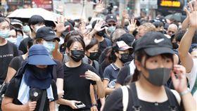 不理禁蒙面法 港人仍戴口罩遊行香港反送中示威者不理會港府祭出禁蒙面法,5日遊行時依舊戴上口罩。中央社記者張謙香港攝 108年10月5日