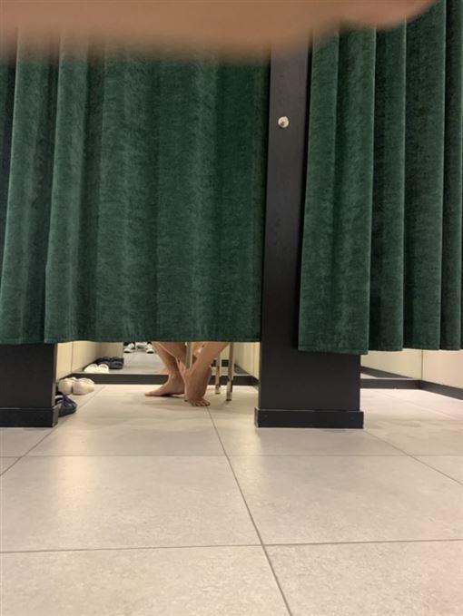 試衣間,更衣室,四腳獸,無碼,激情,門縫,Dcard 圖/翻攝自Dcard