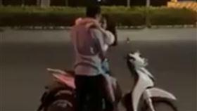 越南,接吻,熱吻,擁抱,示愛,摩鐵,旅館,交通,啪啪,愛愛,情侶,年輕人, 圖/翻攝自YouTube