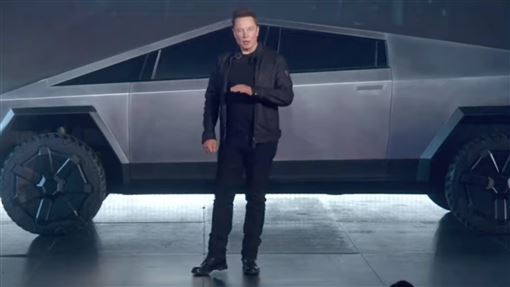 馬斯克,特斯拉,Cybertruck,車窗,玻璃,碎裂,發表會,Tesla,汽車,安全, 圖/翻攝自YouTube