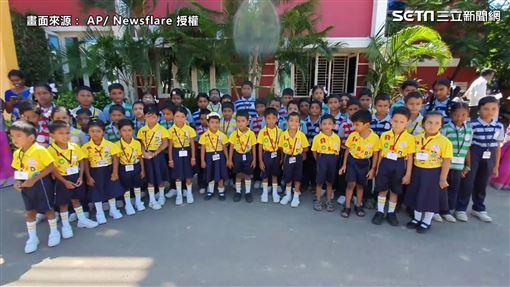 印度學校出現52對雙胞胎!老師崩潰:常處罰錯人,圖/翻攝自AP影音