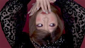 韓國女五官全移位!頭竟180度翻轉…「顛倒妝」嚇瘋男友(圖/翻攝自YouTube)