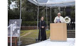天主教教宗方濟各(右)24日在日本長崎市爆心地公園發表演說,譴責核武的殘酷性,帶給世人莫大的苦痛與悲傷。(共同社提供)