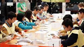 (圖/翻攝自立場新聞)香港,區議會,選舉,議員,泛民主派,建制派