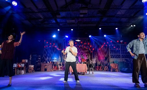 2020台灣國際藝術節開幕作 看戲還能聞菜香邁入第12年的TIFA台灣國際藝術節,2020年將帶來多檔話題作,其中開幕作品「12碗菜歌」結合歌舞劇和台味辦桌,看戲同時還聞得到菜香。(兩廳院提供)中央社 108年11月25日