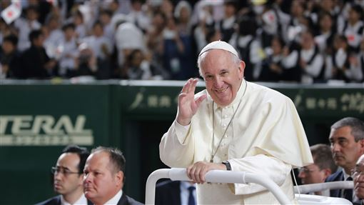 教宗東京彌撒  交流會演說盼世人愛地球23日抵達日本訪問的教宗方濟各25日上午拜會日皇德仁,傍晚在東京巨蛋望彌撒,有5萬人參加。中央社記者楊明珠東京攝 108年11月25日