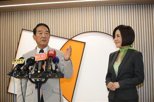 親民黨總統候選人宋楚瑜與發言人于美人。(圖/親民黨競選辦公室提供)