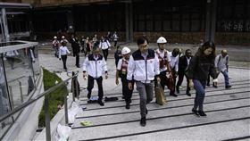香港理工大學被圍第10天,校方26日派員入校搜尋示威者。(圖/法新社提供)