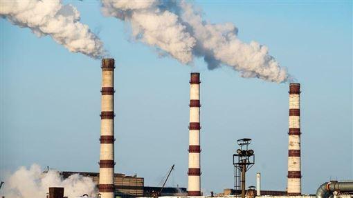 聯合國環境規劃署26日發布報告指出,按照現今各國承諾的減少排放目標,預料本世紀全球氣溫將升高攝氏3.2度,引發廣泛且具毀滅性的氣候衝擊。(圖取自Unsplash圖庫)