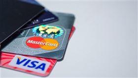 金管會統計至9月底,信用卡停卡溢繳金額達新台幣6.15億元。(示意圖/圖取自Pixabay圖庫)