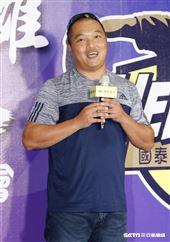 雲林縣馬光國小林子偉教練出席陳偉殷返台記者會。(圖/記者林聖凱攝影)