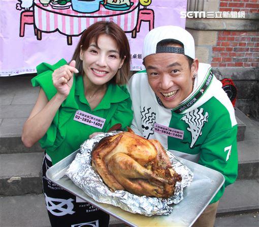 阿BEN、徐小可邀寒士享用感恩節火雞大餐,為愛送暖呼籲大家支持「寒士吃飽30」尾牙。(記者邱榮吉/攝影)