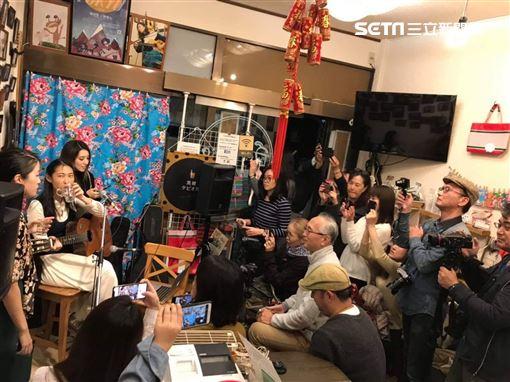 王若琳與梁心頤結伴旅行 日本咖啡廳合體獻唱我只在乎你索尼音樂提供