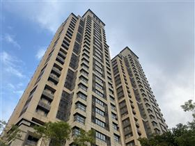 王立強共諜案,查出向心夫妻在台北市信義路五段,買下2戶「冠德遠見」豪宅。(圖/翻攝畫面)