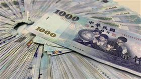 (請抓有LOGO版)台幣,新台幣,千元大鈔,鈔票,錢,金錢,示意圖。呂品逸攝