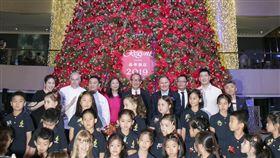 ▲台北晶華酒店點亮全台五星級酒店最高聖誕樹(圖/晶華酒店提供)